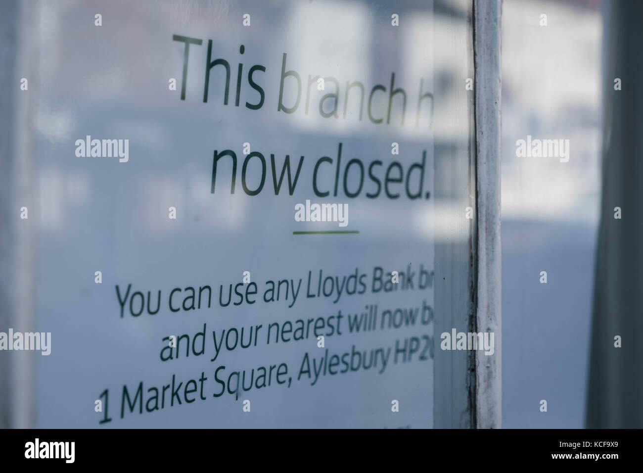Wendover, UK. 5th Oct, 2017. This high street branch of Lloyds Bank closed on 2nd October, 2017. Over 400 banks - Stock Image