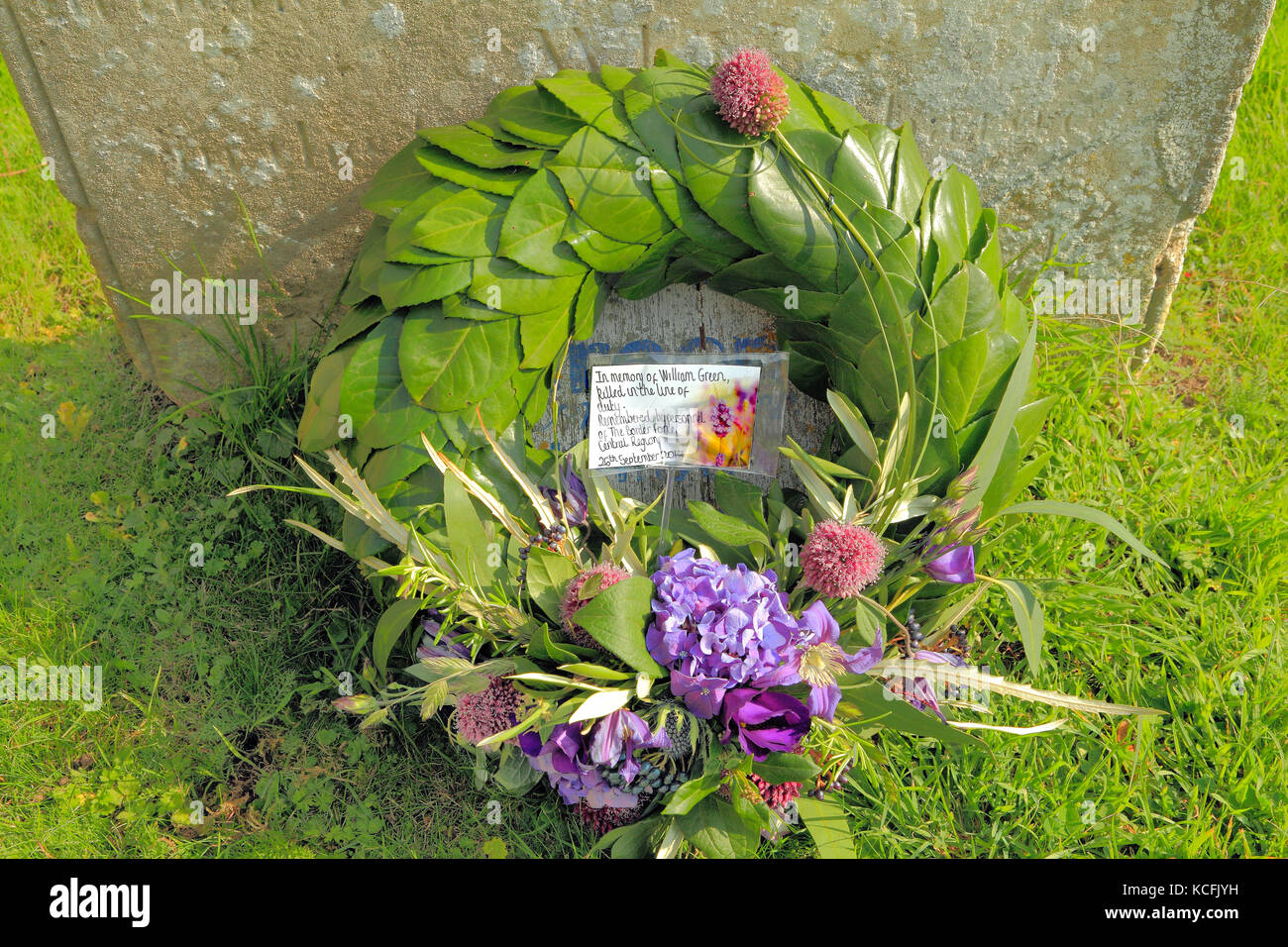 William Green gravestone, Customs Officer murdered by Smugglers, 1784, with Border Force wreath, 26 September, 2017, - Stock Image