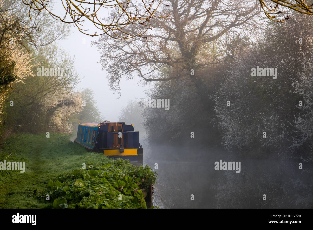 Canal boating Oxford Canal Oxfordshire England early morning mist - Stock Image