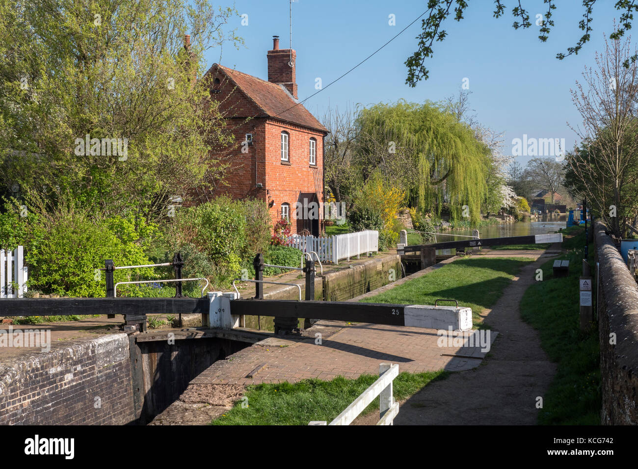Canal boating Copredy Lock Oxford Canal Oxfordshire England - Stock Image