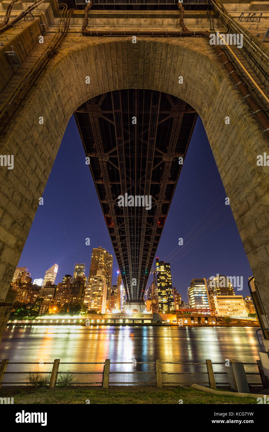 Night view of Midtown East skyscrapers from below the Ed Koch Queensboro Bridge. Roosevelt Island, Manhattan, New - Stock Image