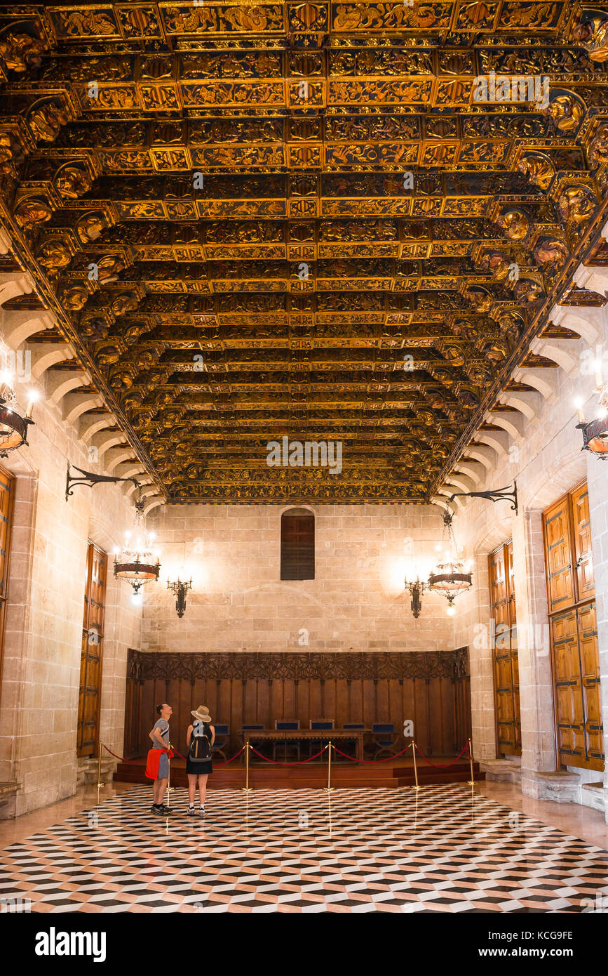Valencia La Lonja, view of the great golden coffered ceiling in the Consulado del Mar, part of the La Lonja building - Stock Image