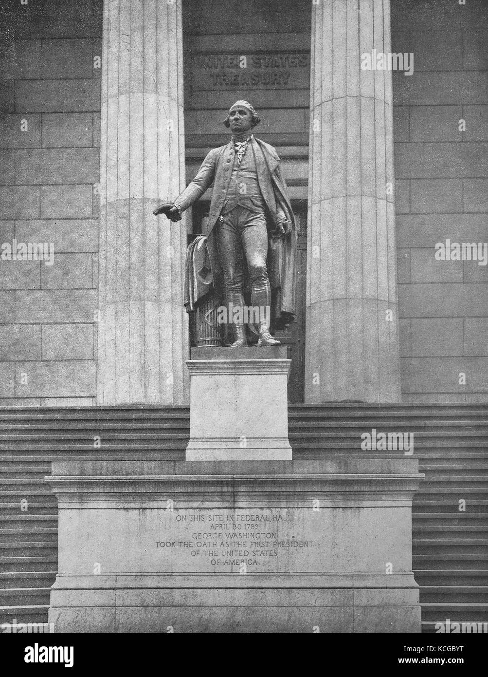 United States of America, New York City, the statue of Georg Washington in front of the United States Treasury in - Stock Image