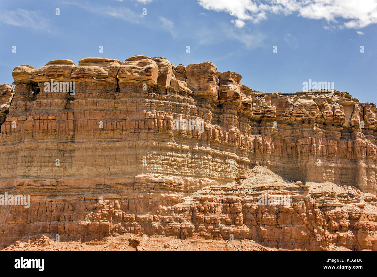 Multi-layered rock formations in the middle of Utah. - Stock Image