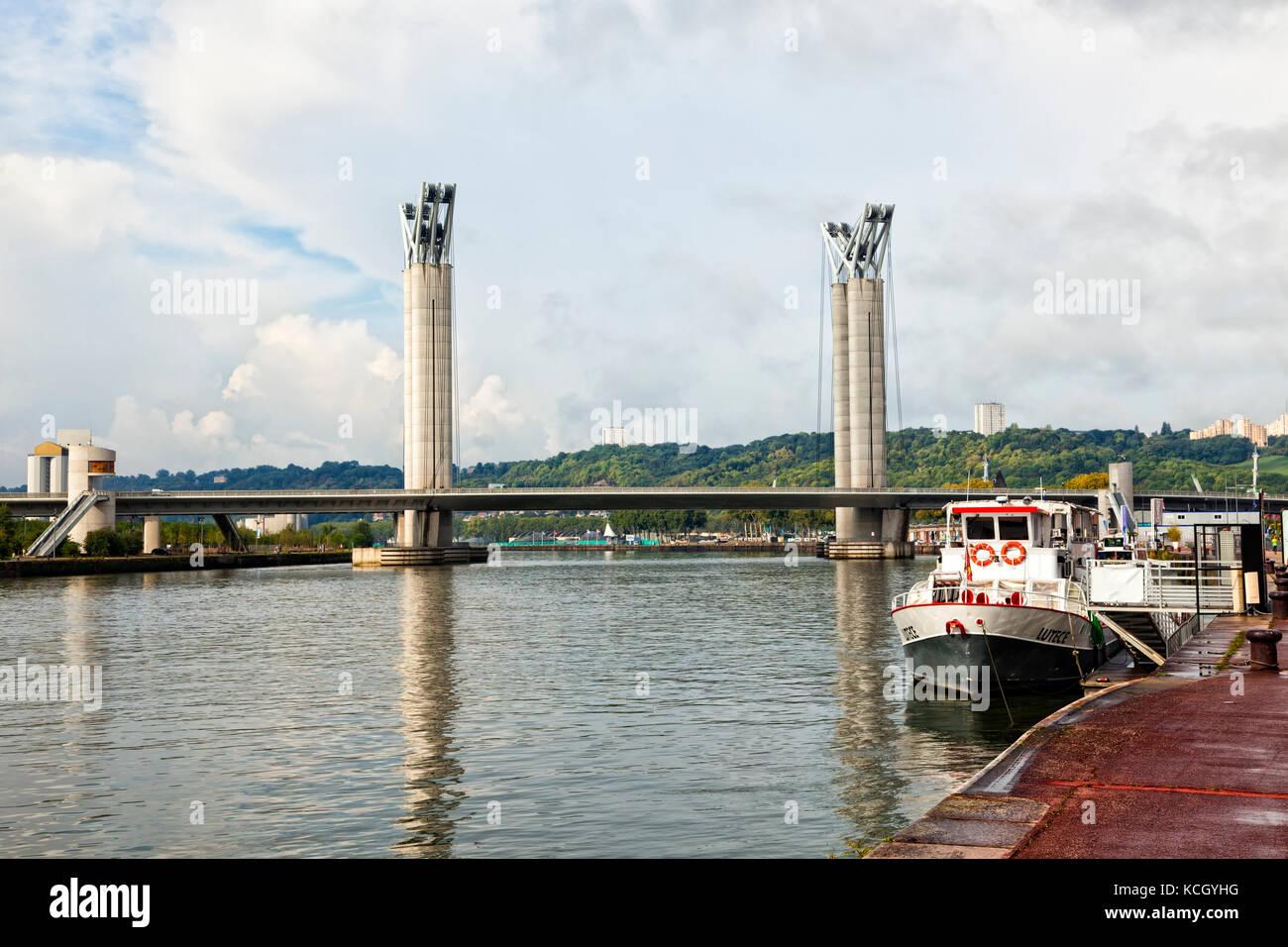 Pont Gustave Flaubert, a vertical-lift bridge crossing Seine river at Rouen - Stock Image