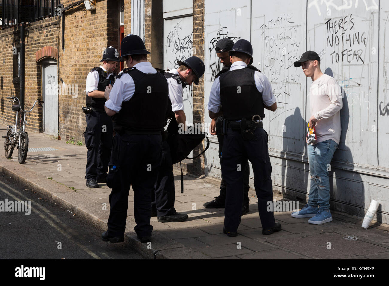 Police searching revellers, stop and search, at Notting Hill Carnival, London, England, UK - Stock Image