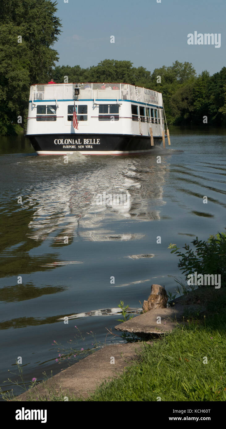 Dinner boat cruising on the Erie Canal. - Stock Image