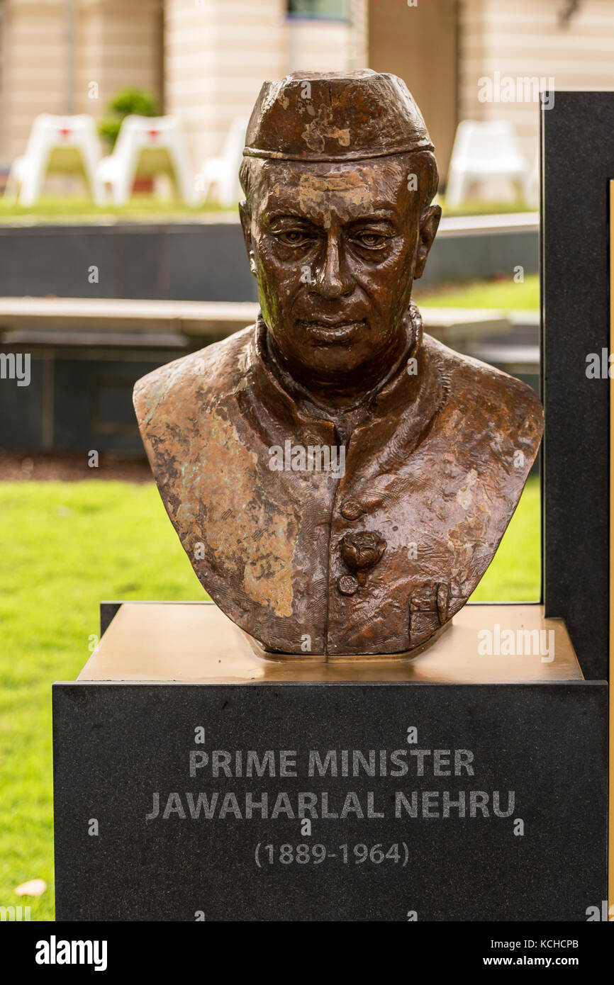Bronze Bust of Indian Prime Minister Nehru, Singapore - Stock Image