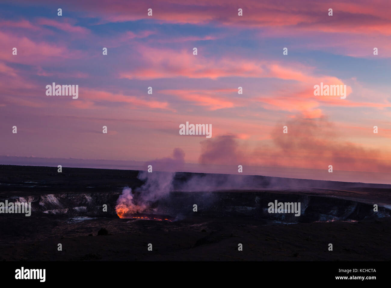 Halema'uma'u Crater of Kilauea Volcano in the evening, Island of Hawaii - Stock Image