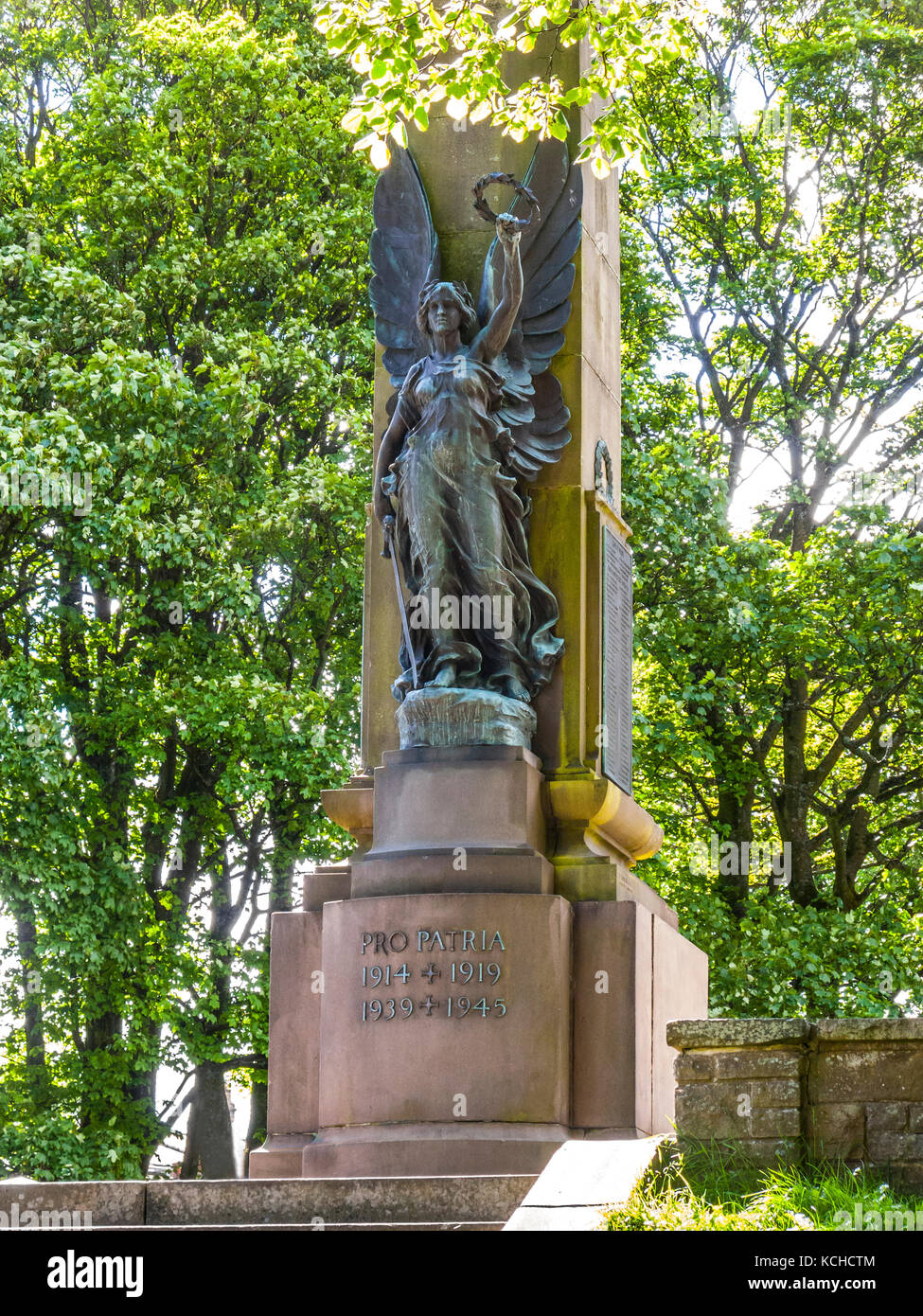 War Memorial with Roslyn's Sculpture, The Slopes, Buxton, Derbyshire - Stock Image