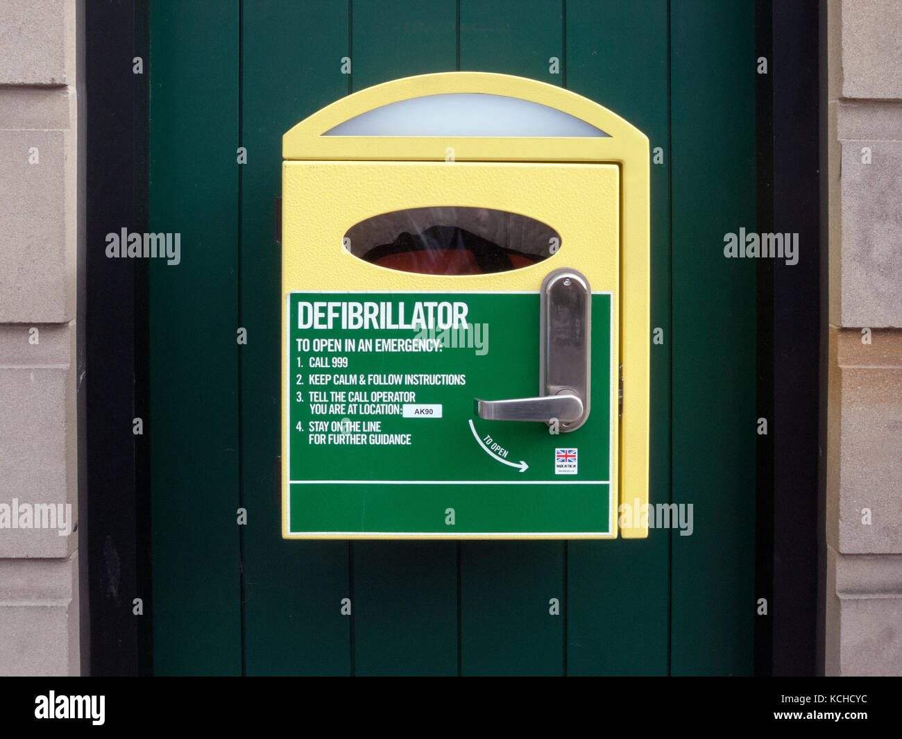 Wall mounted Defibrillator Cabinet with instructions, located in town centre - Stock Image