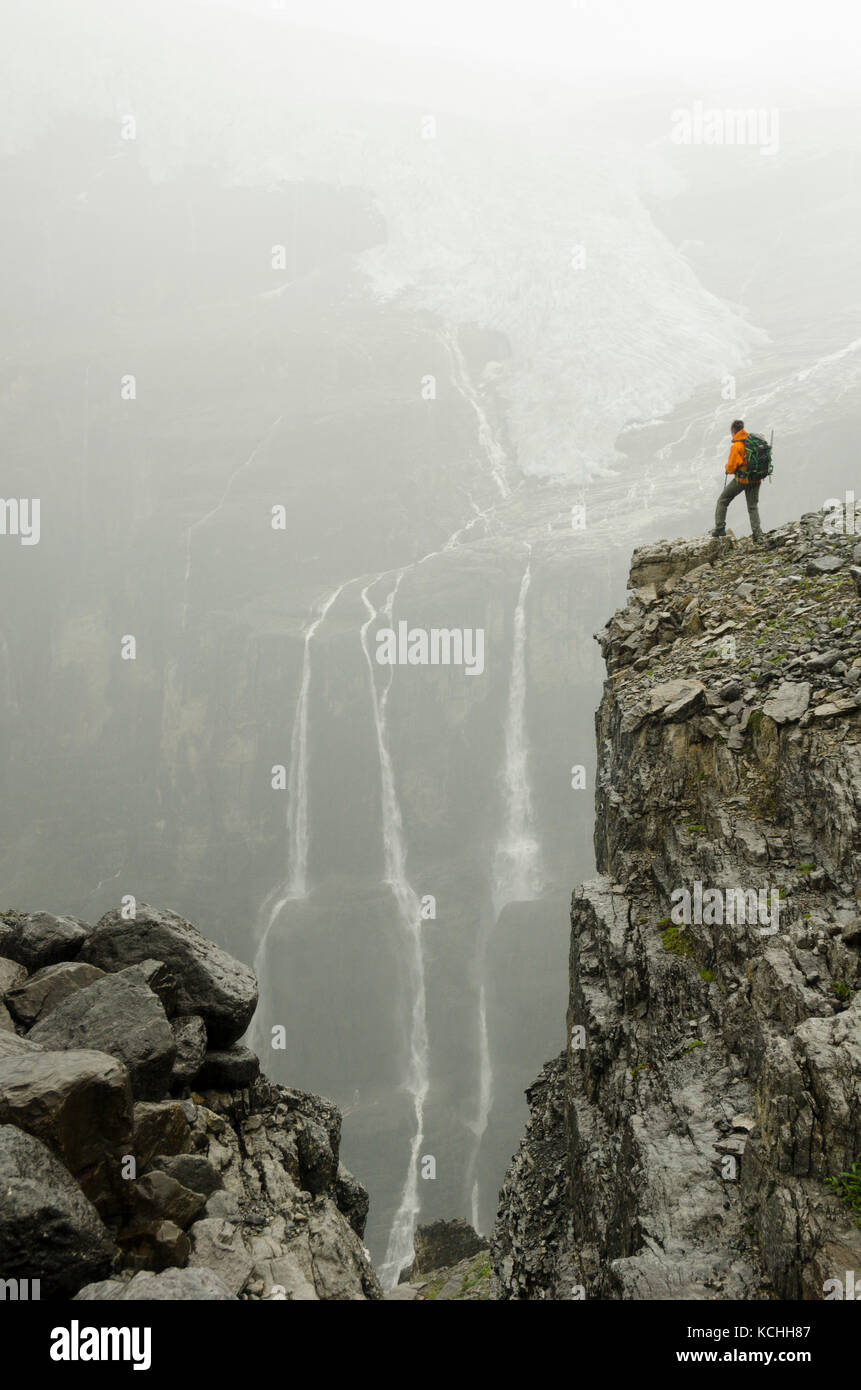 Hiking with surreal vistas on the Icefall Traverse, BC Rockies near Golden - Stock Image