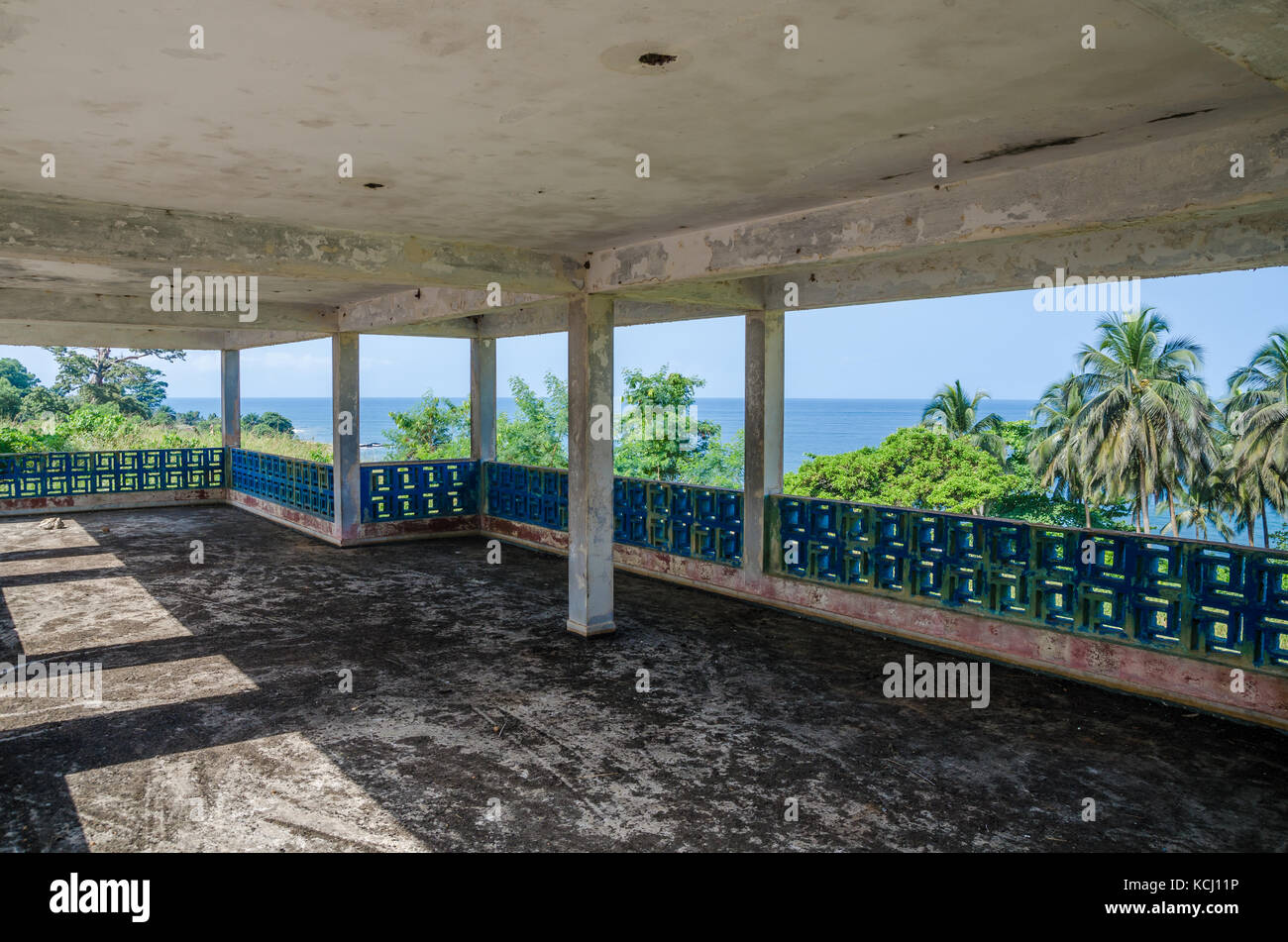 Abandoned luxury lodge with terrasse overlooking ocean, traces of civil war, Robertsport, Liberia, West Africa - Stock Image