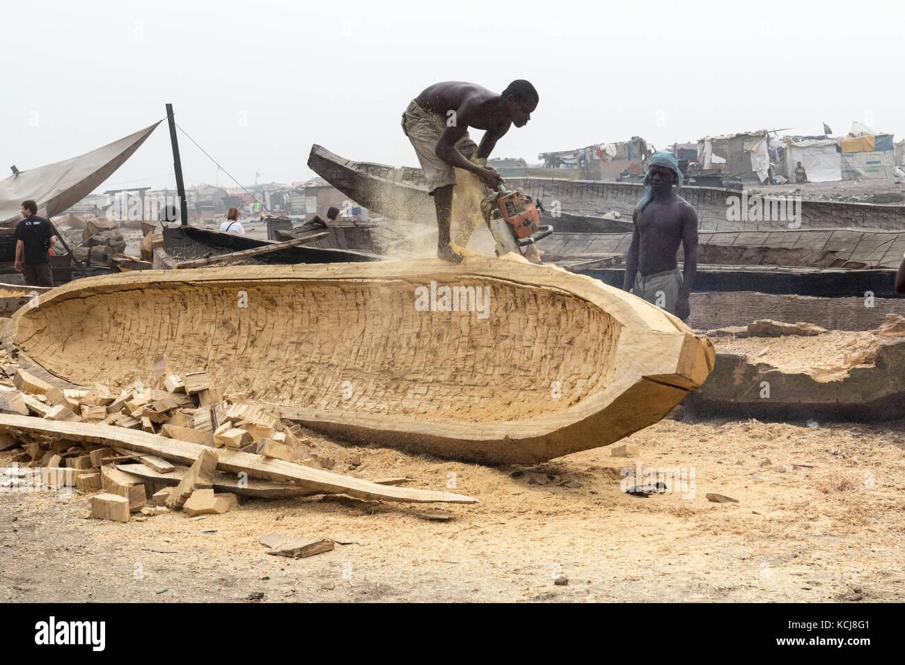 Accra Ghana December 28 2016 Men Build Wooden Boats In Accra
