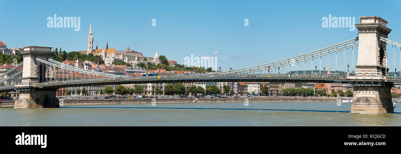 A view of the Széchenyi Chain Bridge across the Danube in Budapest with the Fisherman's Bastion and Matthias - Stock Image