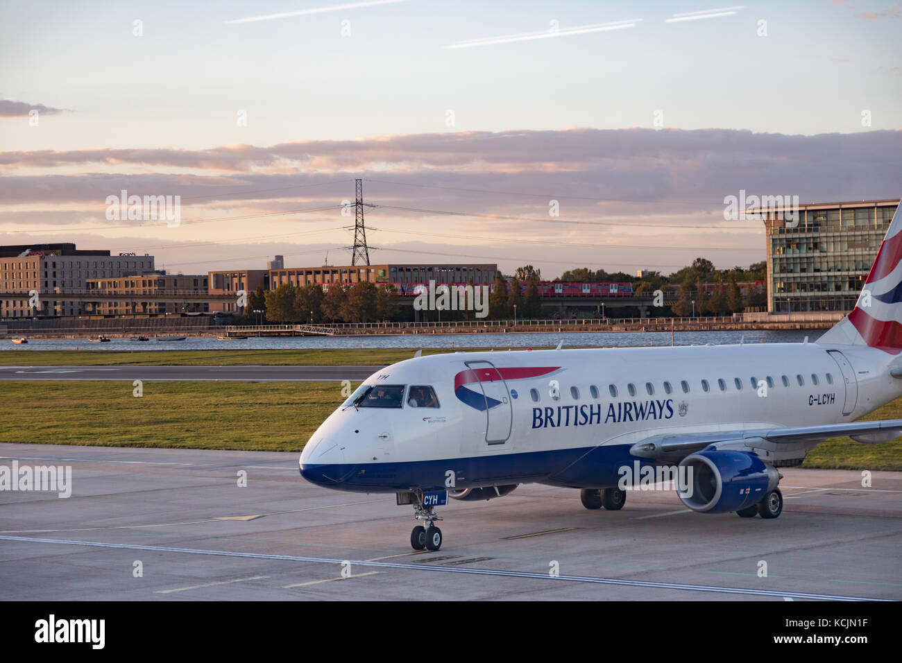 Silvertown, London, UK. 5th Oct, 2017. UK Weather: Flight delays from London city airport due to bad weather in - Stock Image