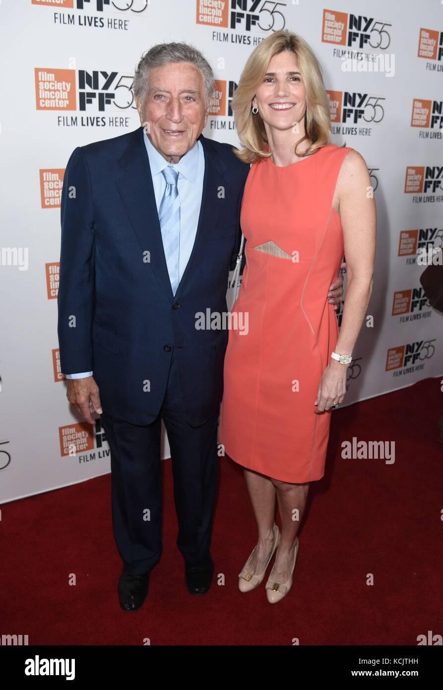 New York, NY, USA. 5th Oct, 2017. Tony Bennett, Susan Crow at arrivals for SPIELBERG Premiere at the 55th Annual - Stock Image
