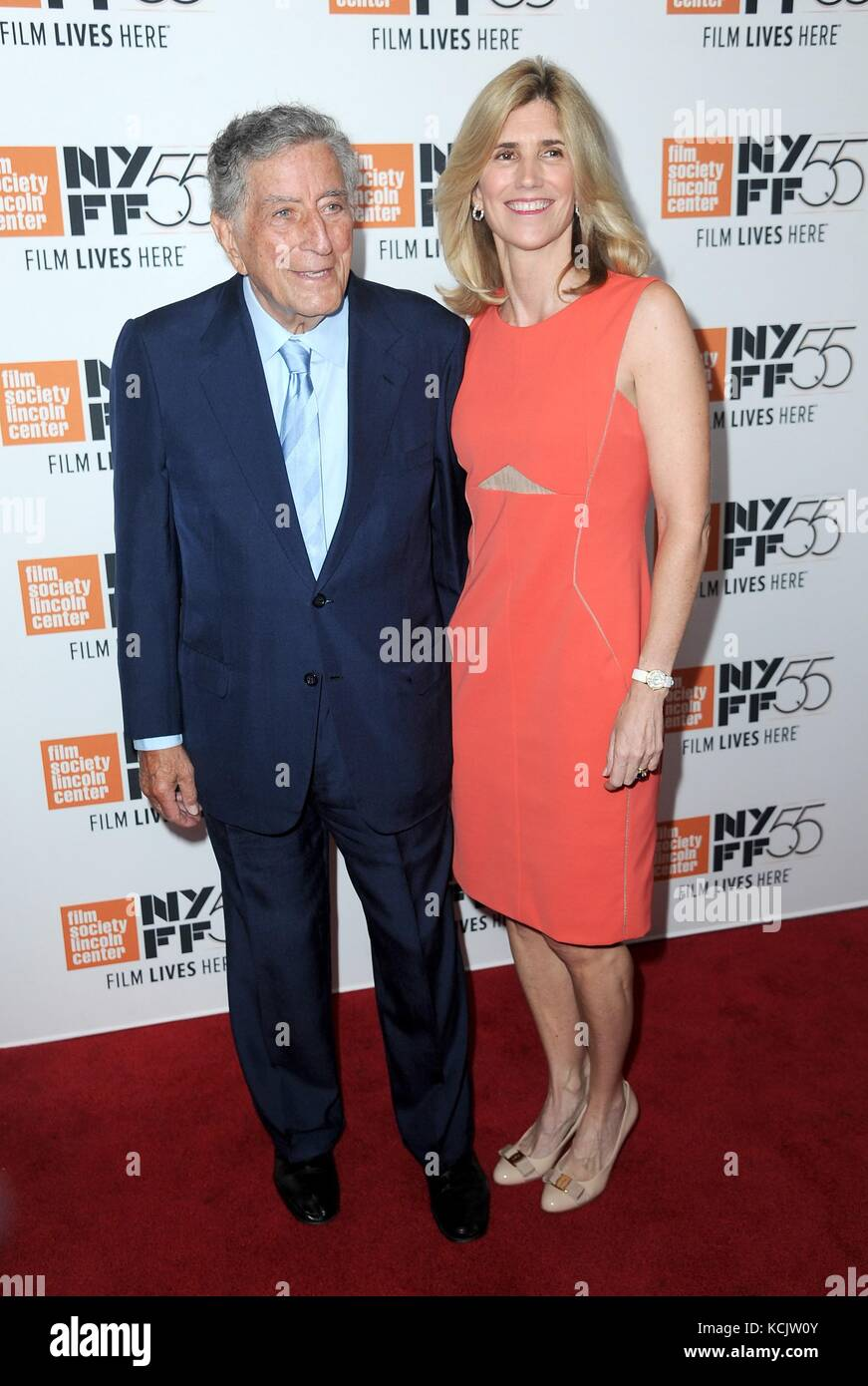 New York, NY, USA. 5th Oct, 2017. Tony Bennett, Susan Crow at arrivals for SPIELBERG Premiere at the 55th Annual Stock Photo