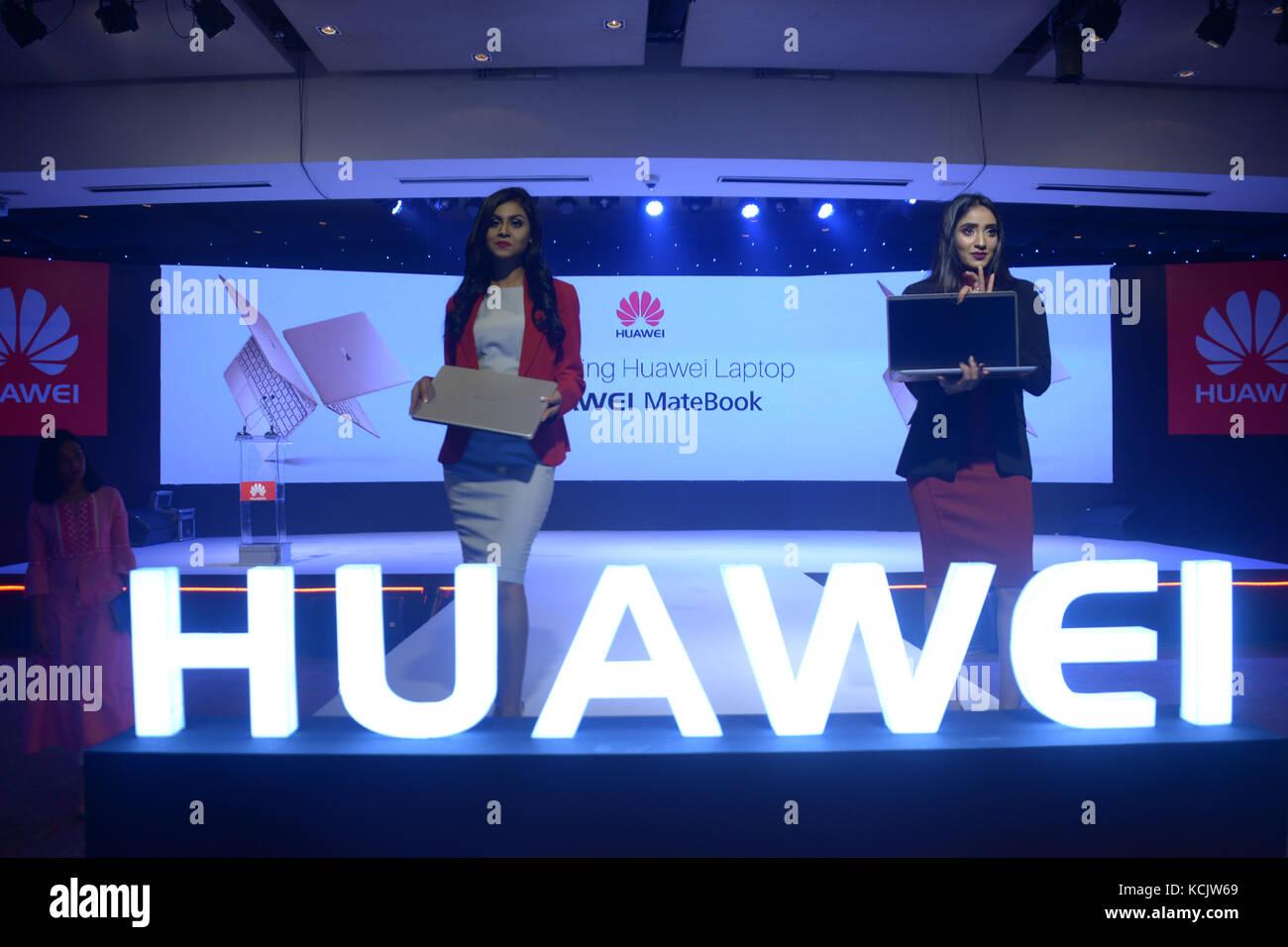 Dhaka, Bangladesh. 5th Oct, 2017. Models present Huawei MateBooks at a launching ceremony in Dhaka, Bangladesh, - Stock Image