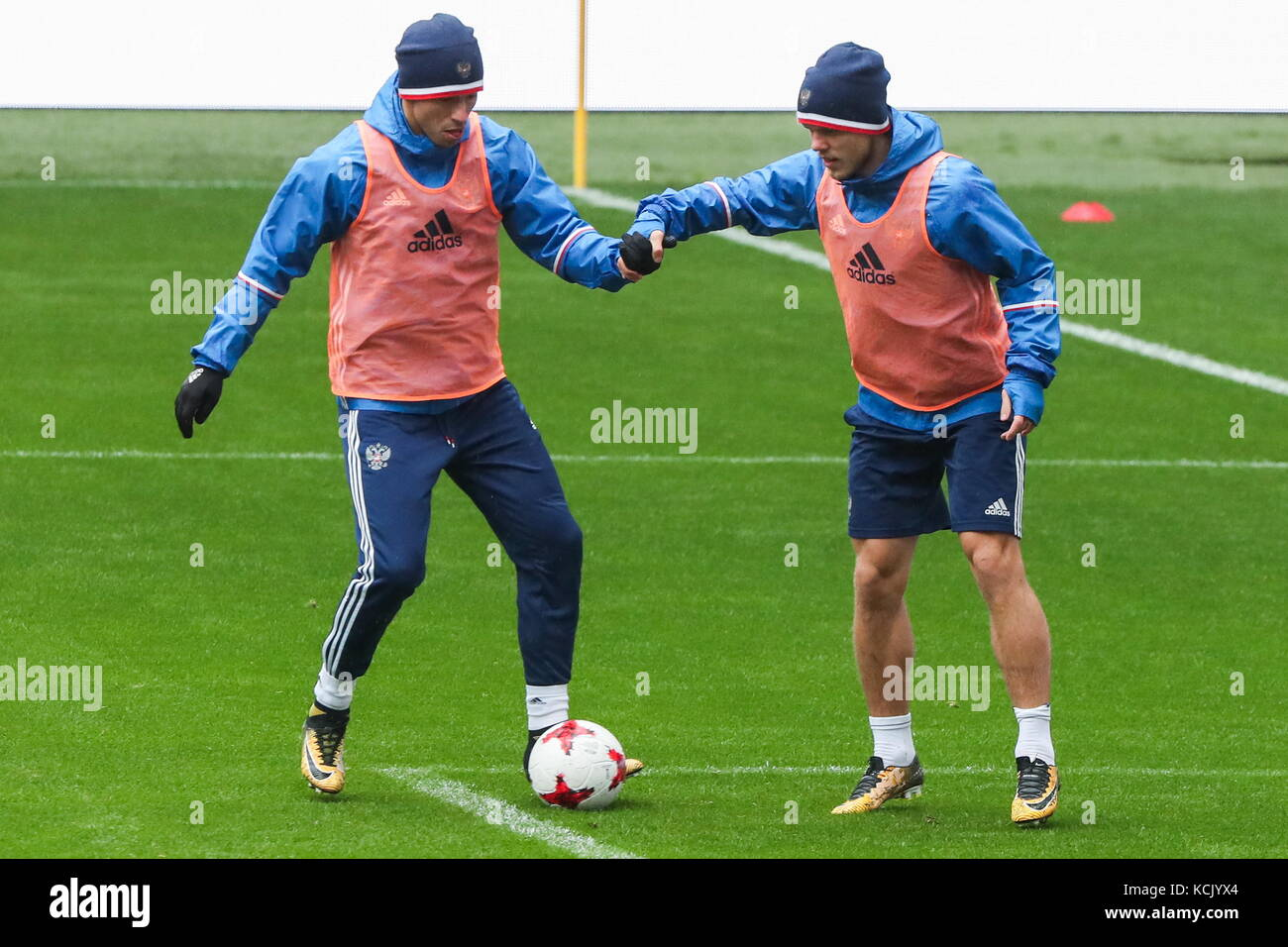 Moscow, Russia. 6th Oct, 2017. Fyodor Smolov (L) and Alexander Kokorin, members of Russian men's national football - Stock Image