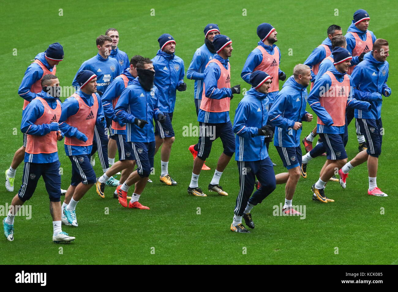 Moscow, Russia. 6th Oct, 2017. Members of the Russian men's national football team during a training session - Stock Image