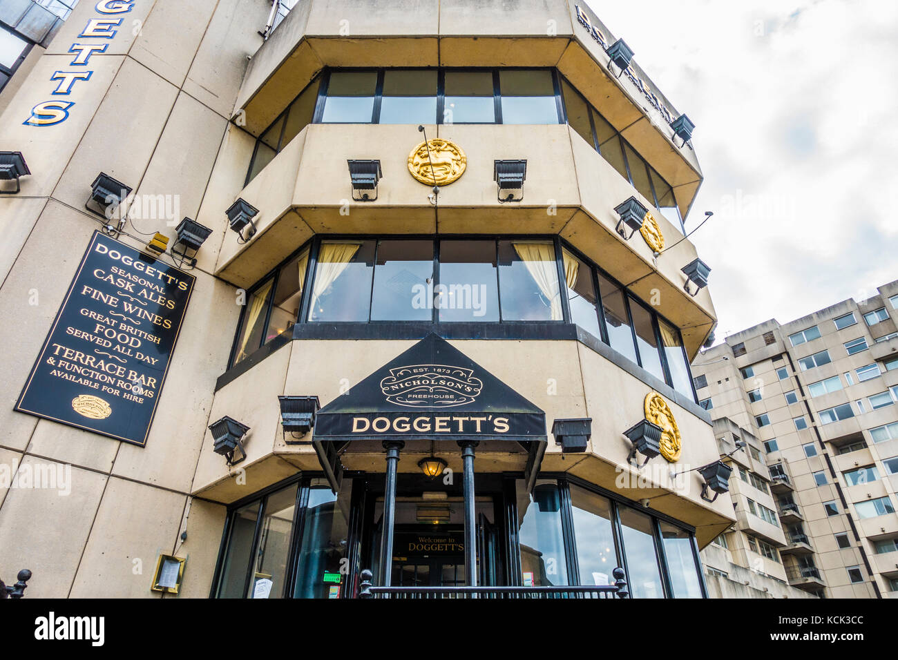 Doggett's Coat & Badge pub, with multiple floors and roof terrace, next to Blackfriars Bridge and overlooking - Stock Image