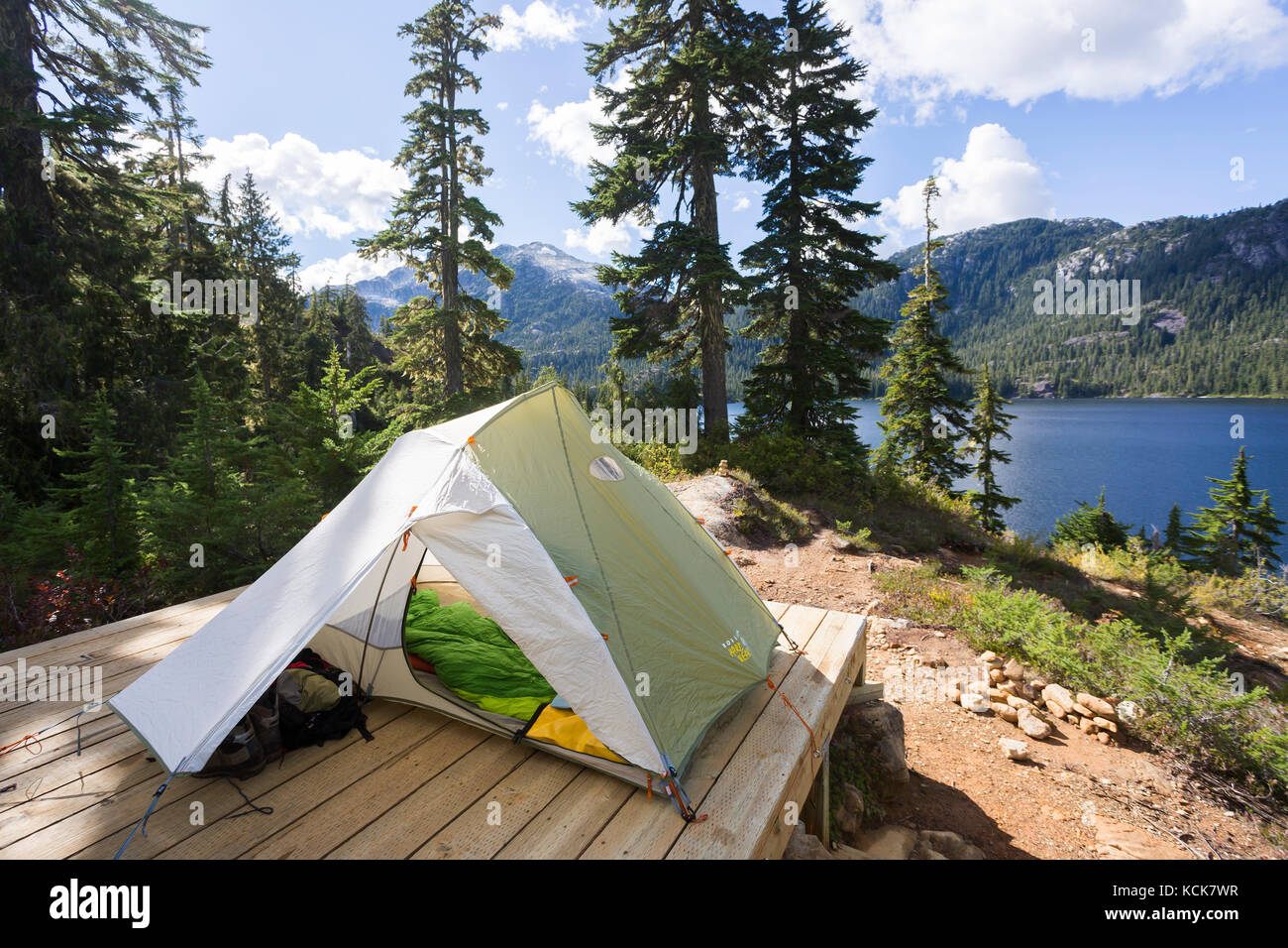 A tent setup overlooks Bedwell Lake in Strathcona Park on Central Vancouver Island.  Strathcona Park, Vancouver - Stock Image
