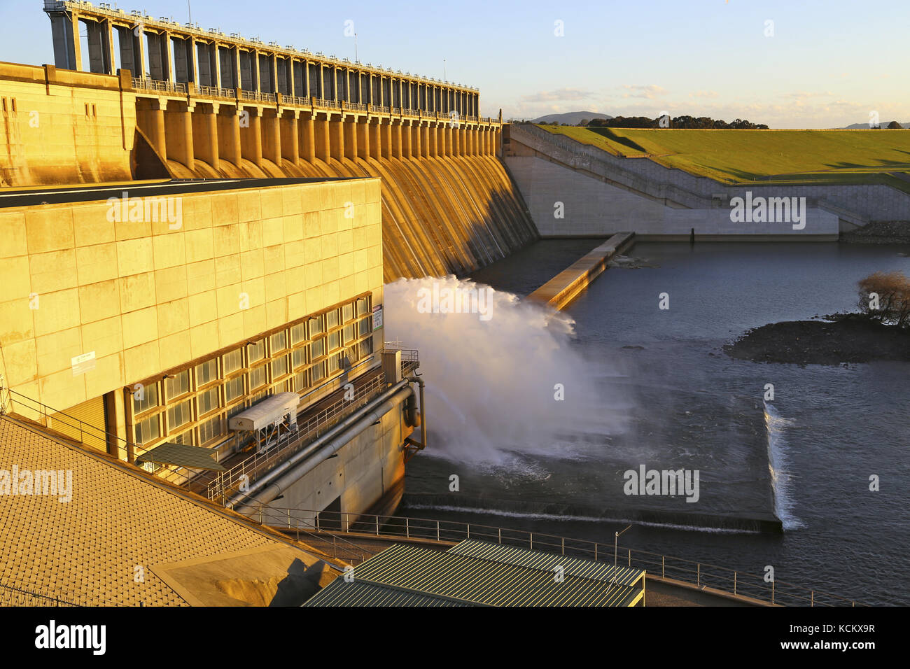 Hume Dam and spillway on the Murray River, border of New South Wales and Victoria near Albury and Wodonga, Australia - Stock Image