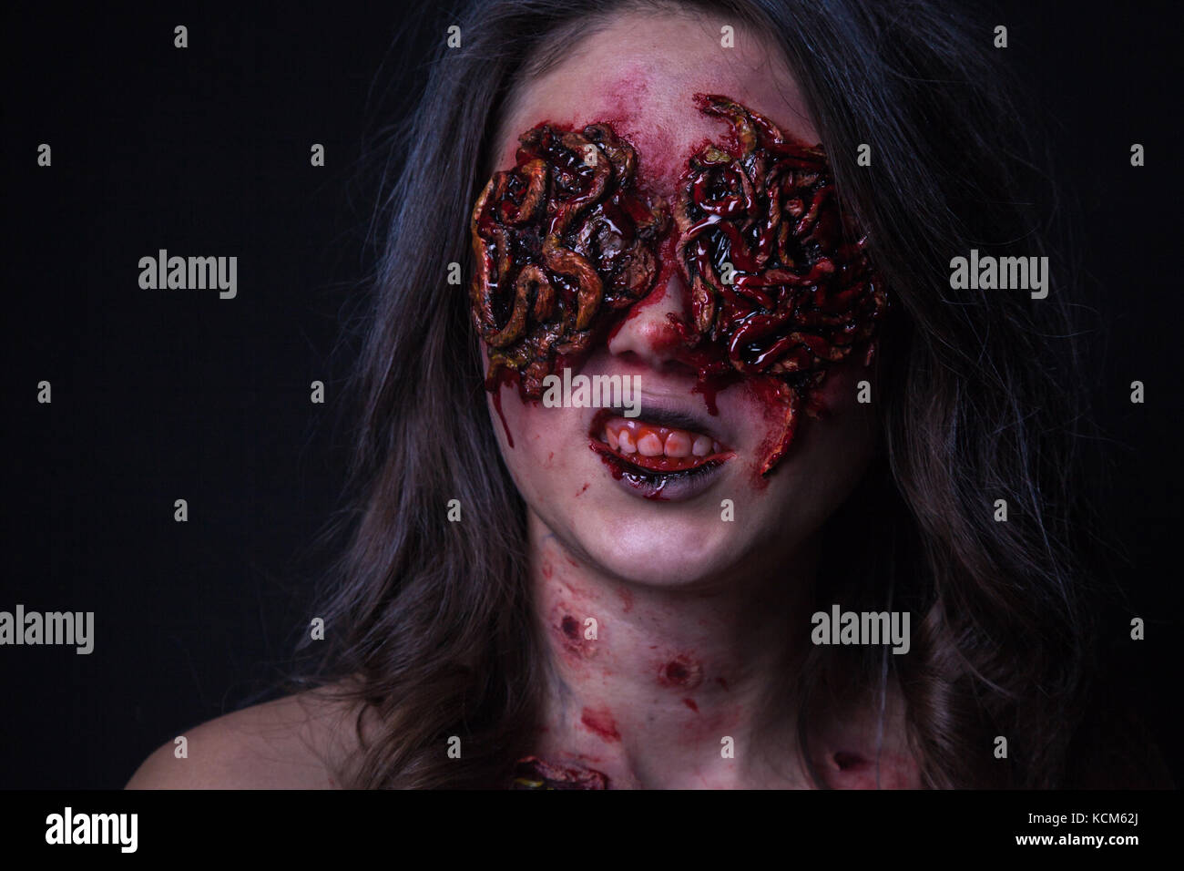 Girl With Realistic Sores And Worms In Her Eyes Creative Halloween