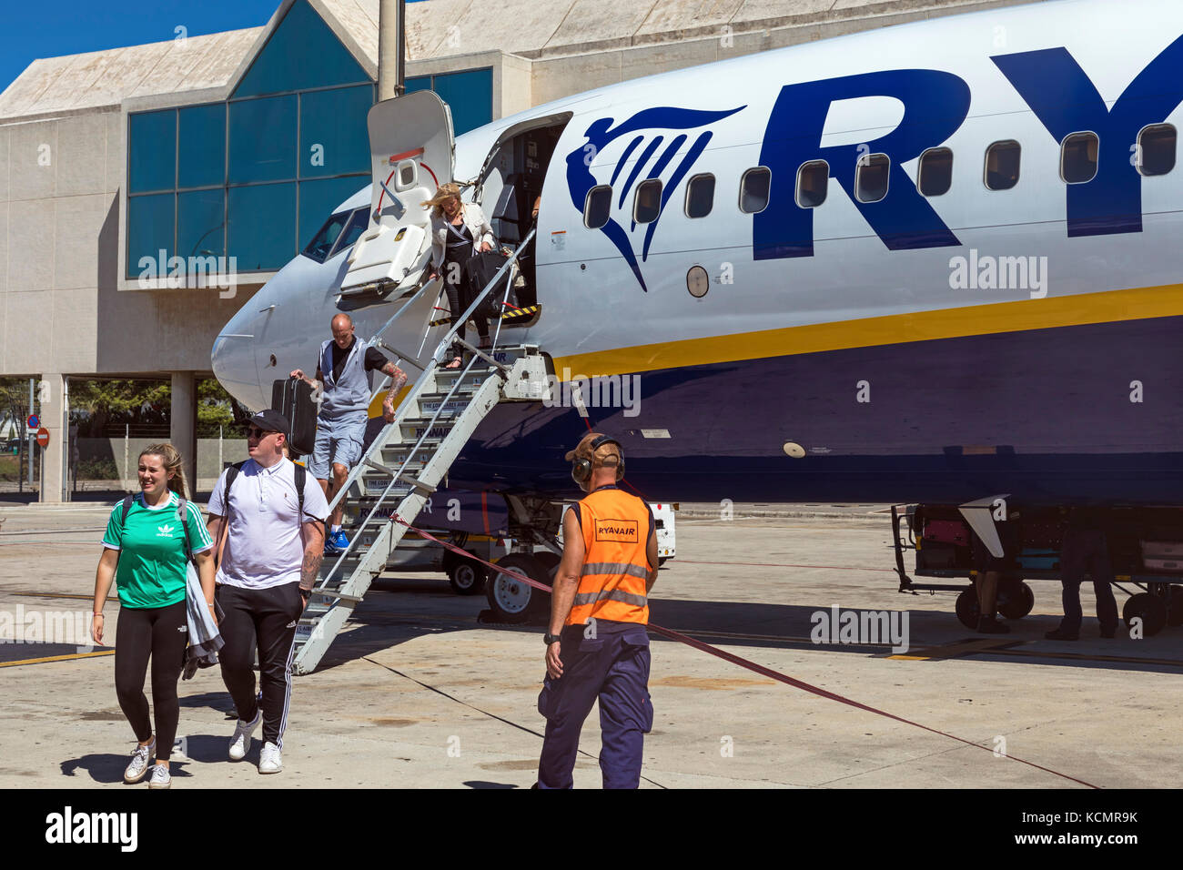 Ryanair flight arriving at Palma de Majorca airport, Spain Stock Photo: 162726527 - Alamy