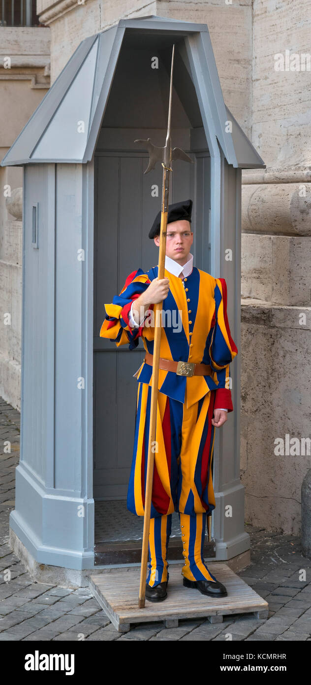 Swiss Guard, with Halbard, outside St Peter's Basilica, Vatican City, Rome, Italy - Stock Image