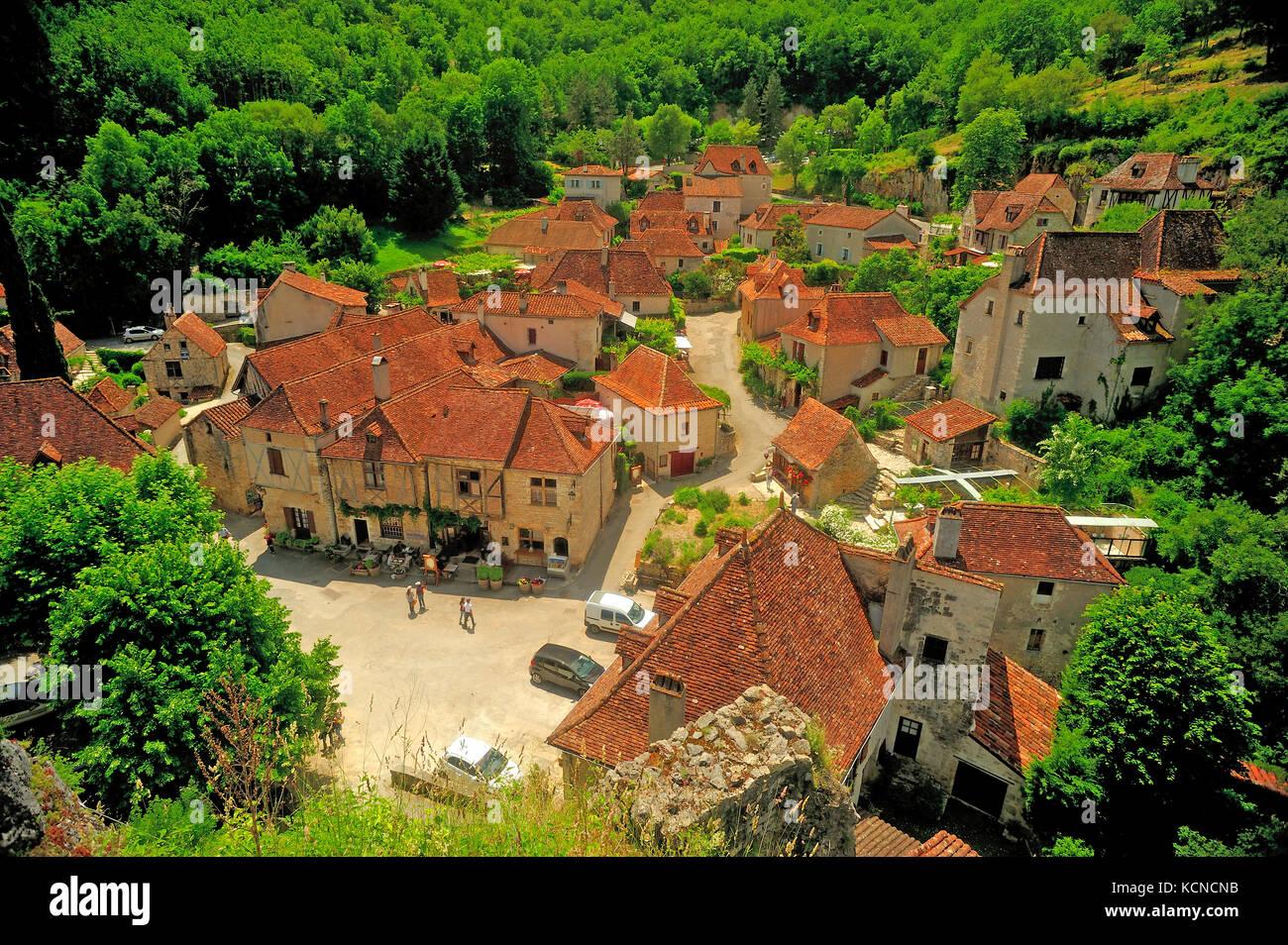 Saint-Cirq-Lapopie, Lot Department, Midi-Pyrénées, France - Stock Image