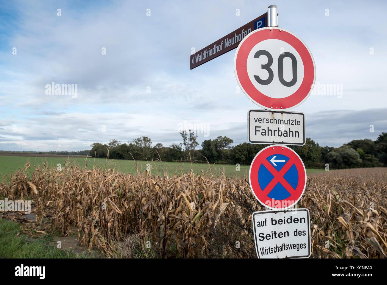 Wirtschaft, Deutschland, Rheinland-Pfalz, Waldsee, Rhein-Pfalz-Kreis, October 06. Ein Verkehrsschild mit der Aufschrift - Stock Image