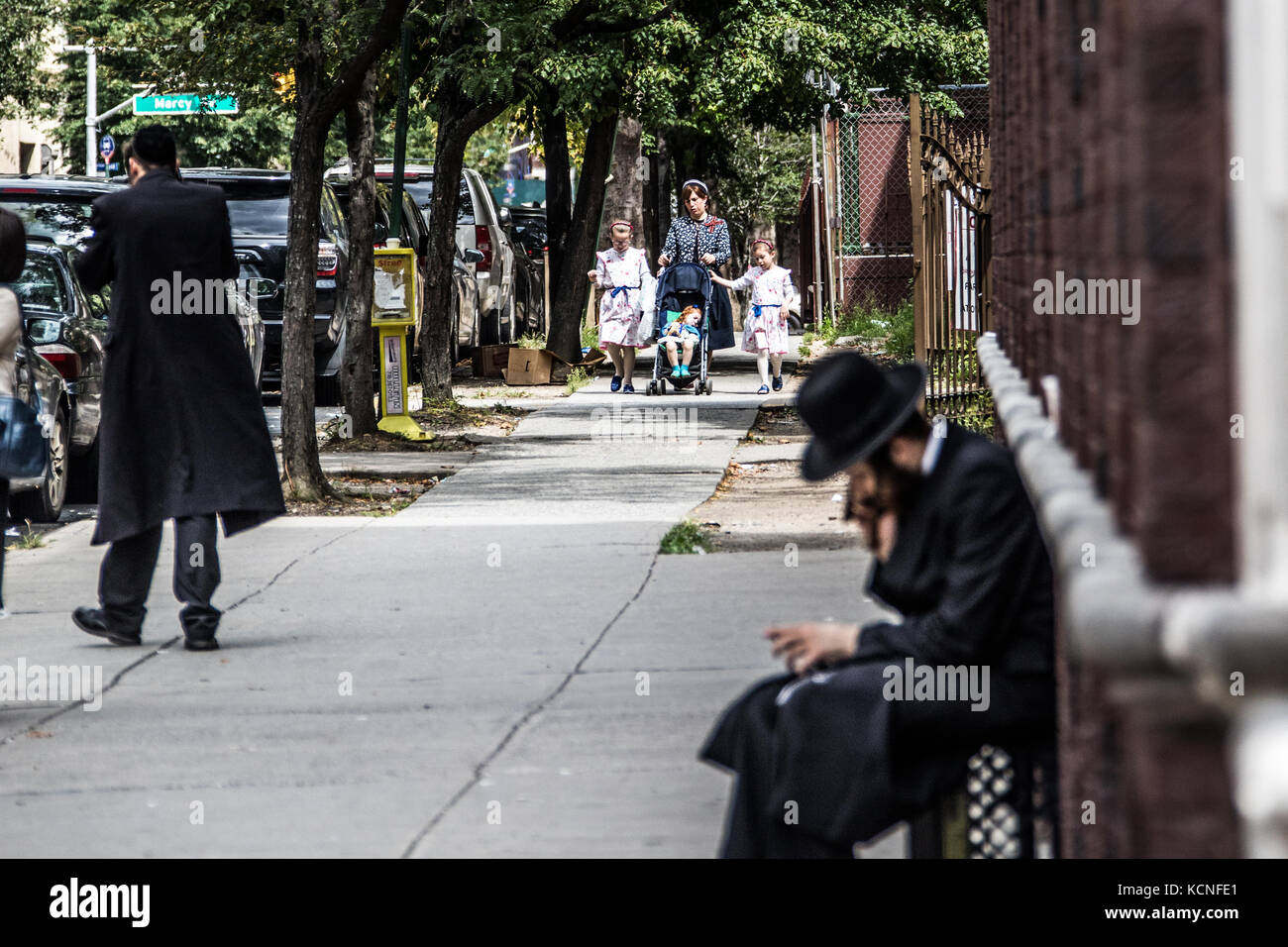 Conservative Jews in a predominantly Jewish neighborhood in Brooklyn, New York City, USA - Stock Image