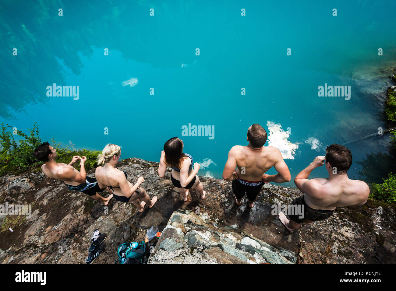 Friends prepare to dip into the tourquise waters of Century Sam lake in Strathcona Park.  Vancouver Island, British - Stock Image