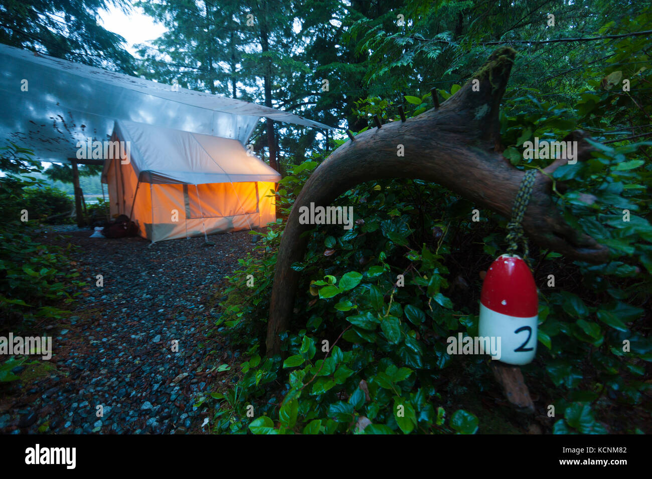 Rustic yet cozy tent camping greets visitors to West Coast Expeditions camp on Spring Island, Kyuquot, Vancouver - Stock Image