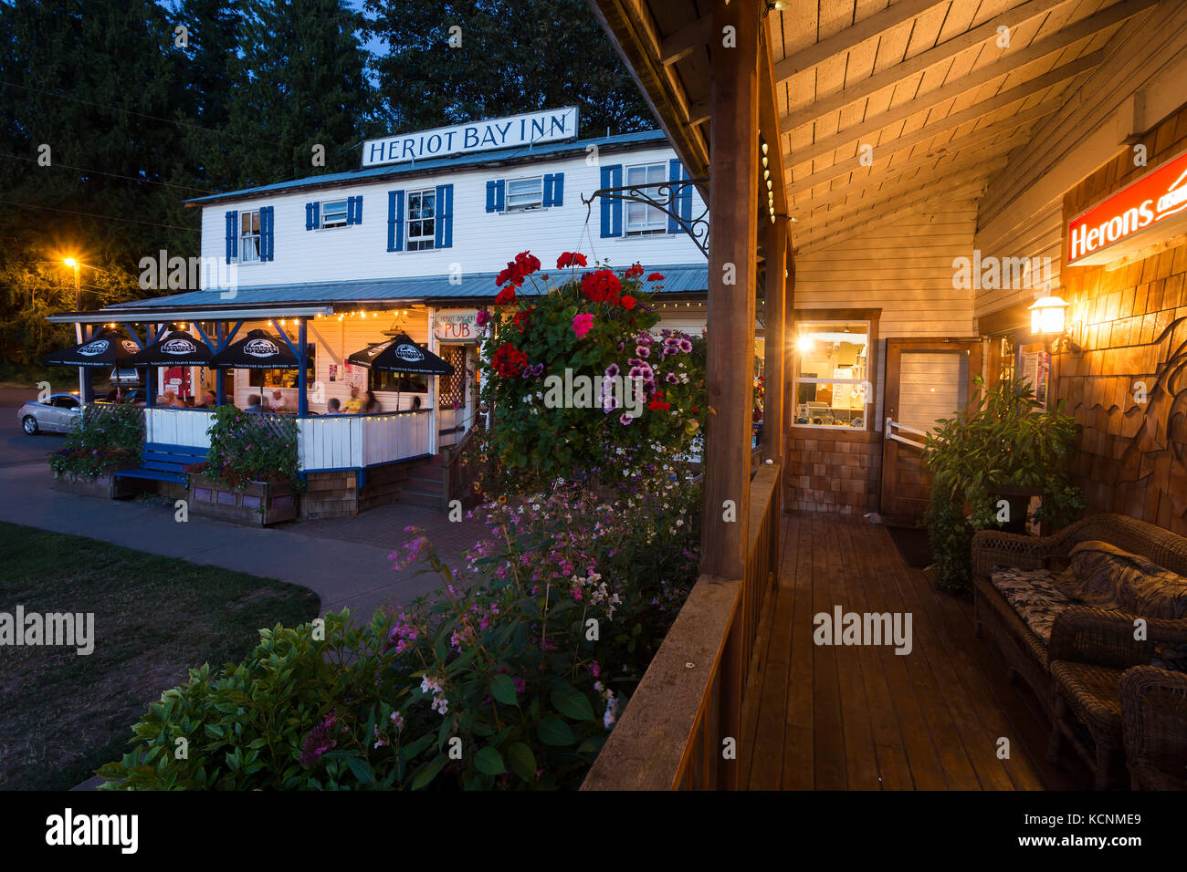 The well known Heriot Bay Inn on Quadra Island is a popular pub for locals and visitors alike visiting the Discovery - Stock Image