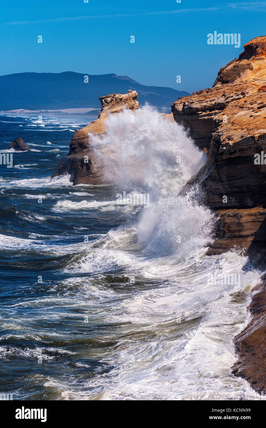 Crashing waves, Cape Kiwanda, Oregon Coast - Stock Image