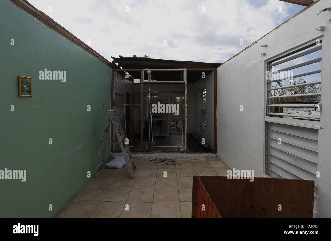 San Juan, Puerto Rico. 7tn Oct, 2017. View of a damaged house in the aftermath of Hurricane Maria, at the neighborhood - Stock Image