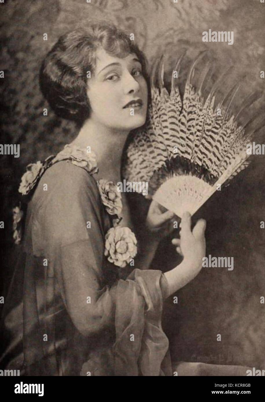 David Alpay,Linda Estrella (1926?012) Erotic pics & movies Camryn Grimes,Kate Harrington