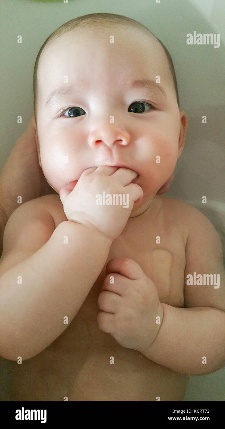Asian Kid Bathing Stock Photos & Asian Kid Bathing Stock Images - Alamy