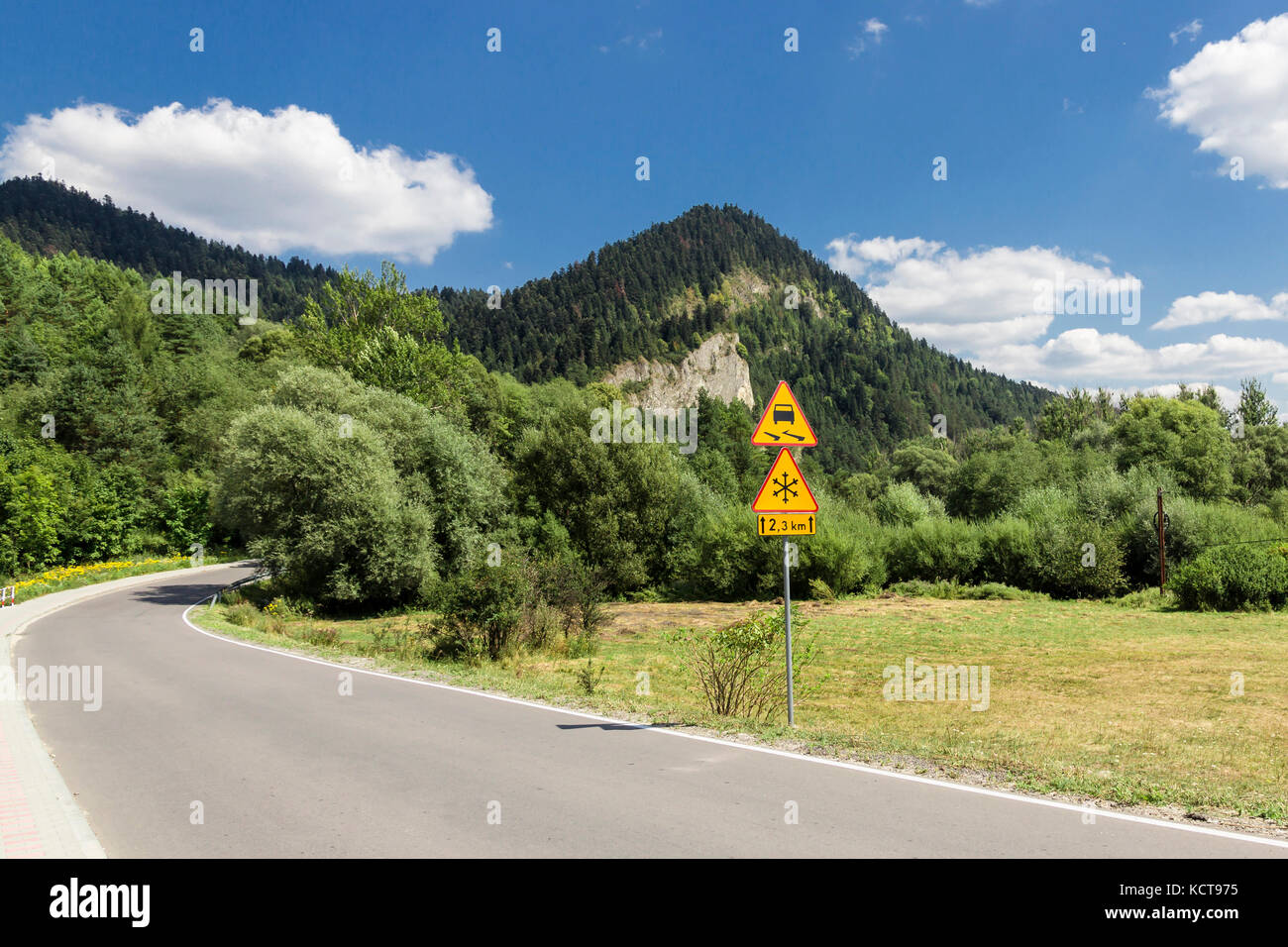 Landscapes of Poland. Road in Polish mountains - Pieniny. - Stock Image
