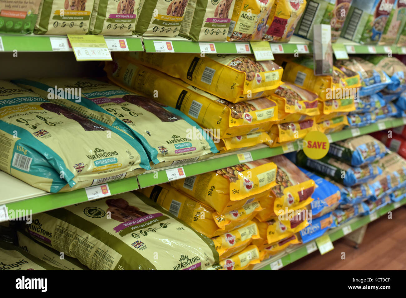 Pet Shops Stock Photos Images Alamy Cp Petfood Nature Bridge Kitten Cat Food 15kg A Variety Of Different Products For Sale On Full Shelves At Major