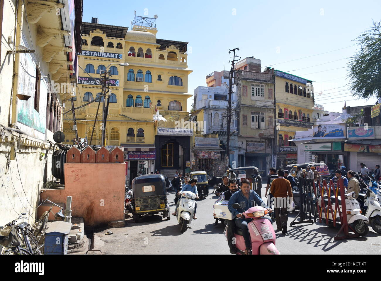 Busy street with colorful houses and shops in Udaipur, Rajasthan - India - Stock Image