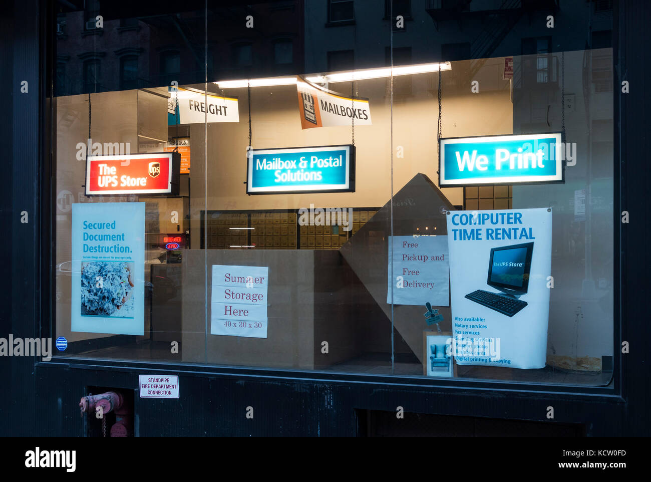 A UPS Store window display in New York City - Stock Image