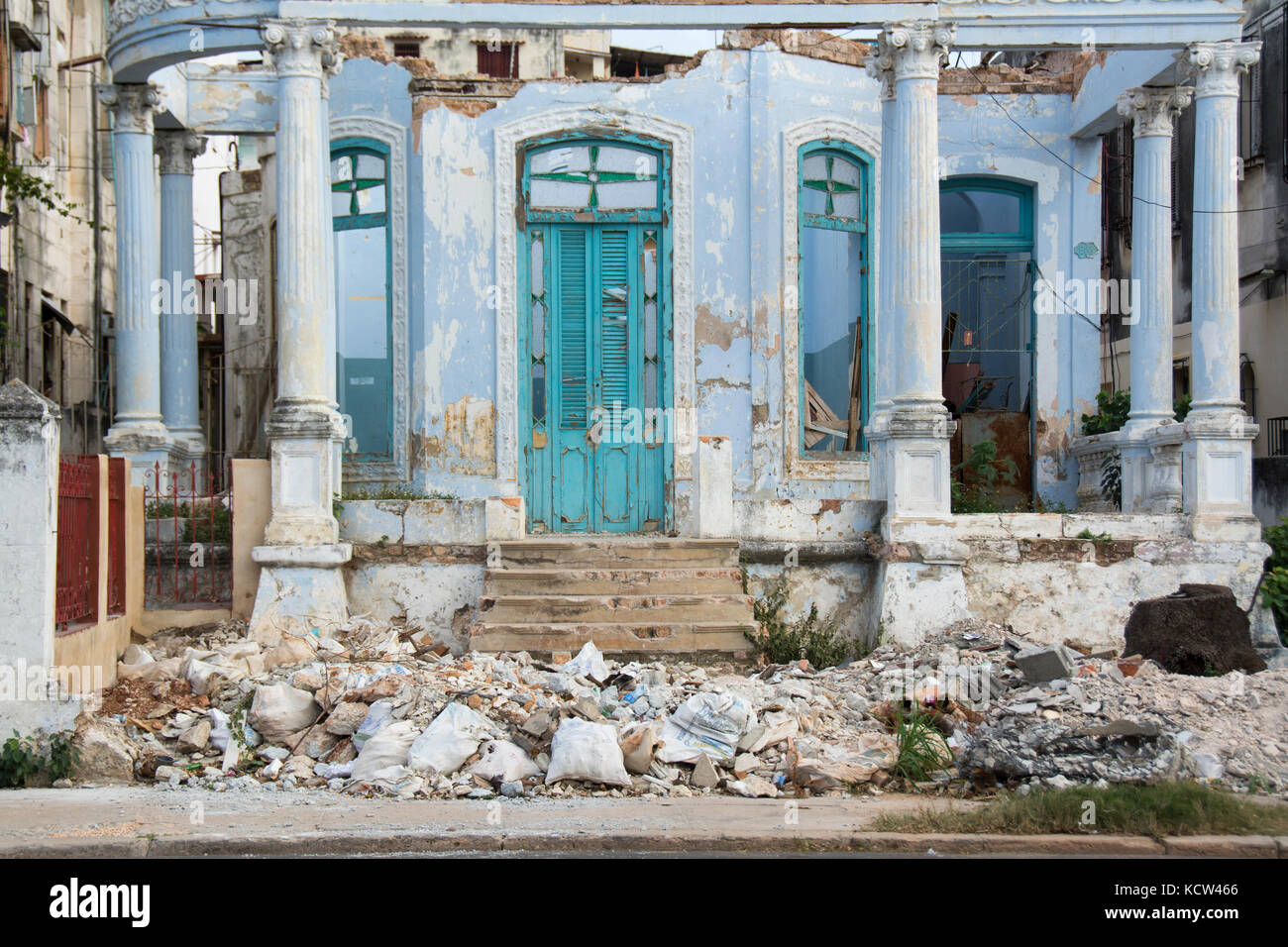 Decaying mansion, Vedado, Havana, Cuba - Stock Image