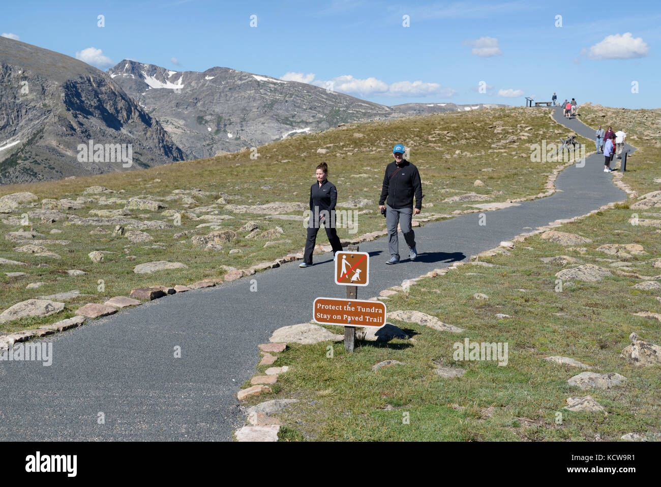 Visitors at Rainbow Curve viewpoint, Rocky Mountain National Park, Colorado - Stock Image