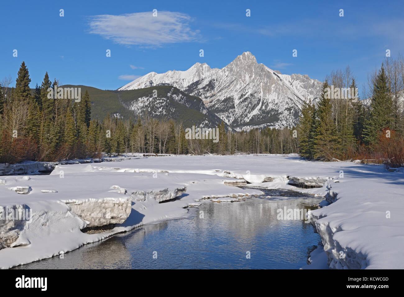 Canadian Rockies in winter, Kananaskis River and Mt. Lorette, Kananaskis Country, Alberta, Canada - Stock Image