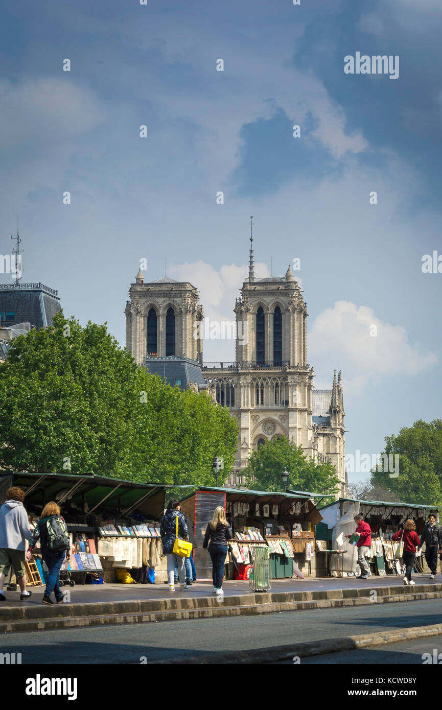 Booksellers kiosks on Seine embankment near Notre-Dame - Stock Image