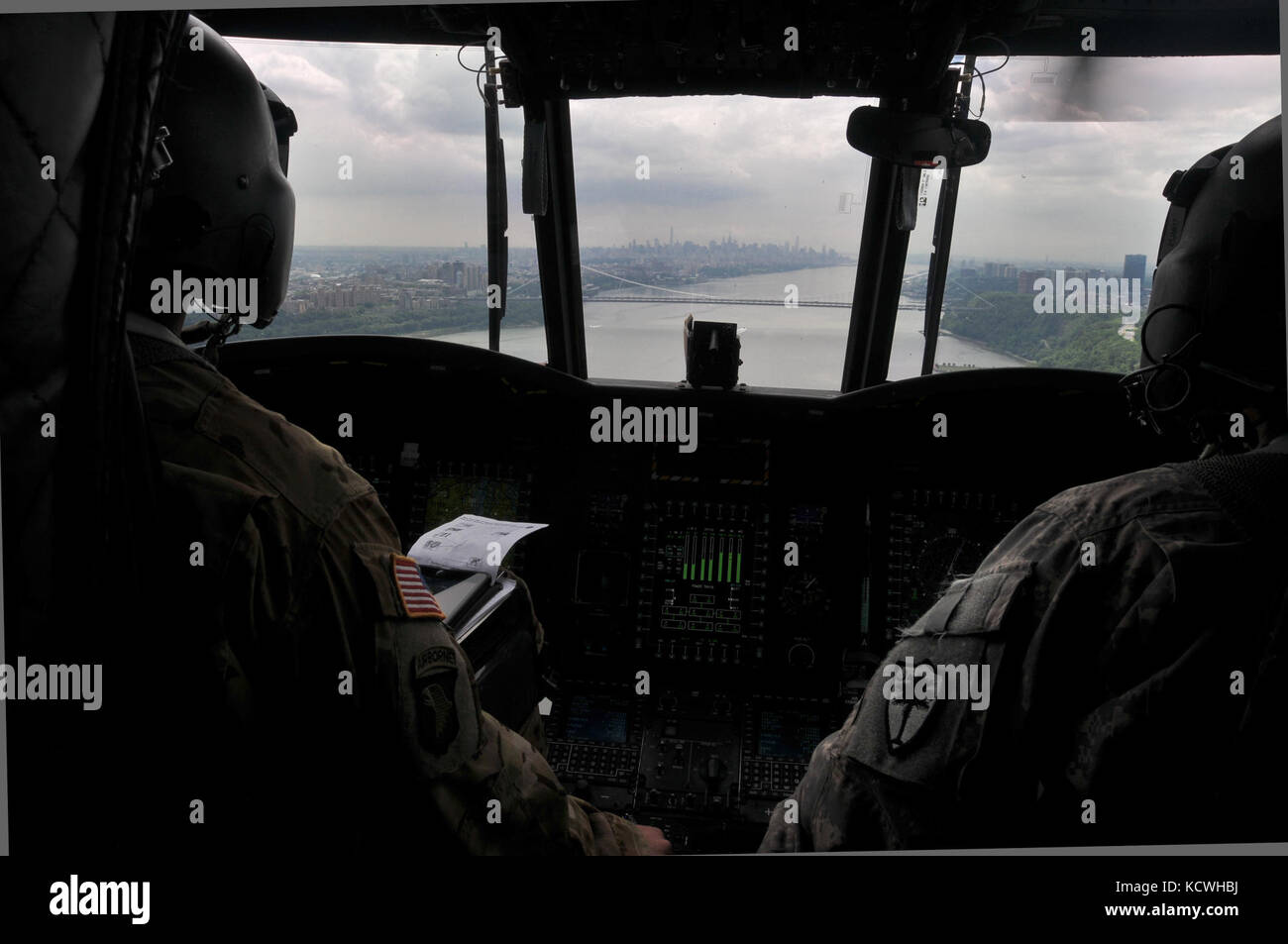 A South Carolina Army National Guard (SCARNG) CH-47F Chinook helicopter flies on the Hudson Rive, in proximity of Stock Photo